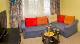 Apartmanszoba( boltívvel összenyitott hálószoba+ágyazható nappali)