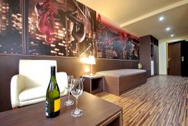 Corvin Hotel & Gyulai Wellness Apartmanok  - Pároknak akció -...